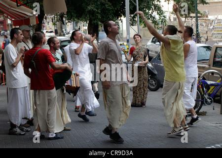 Calle de cantar el Hare Krishna por Harinamas en Tel Aviv, Israel
