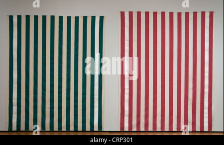 Tejido de algodón a rayas verticales con bandas blancas y de color1970 Daniel Buren francesa France
