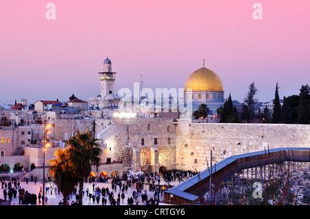 La cúpula de la roca y el Muro de las Lamentaciones en Jerusalén, Israel