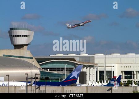 American Airlines Boeing 767 a despegar desde el Aeropuerto Internacional de Miami, Florida, USA.