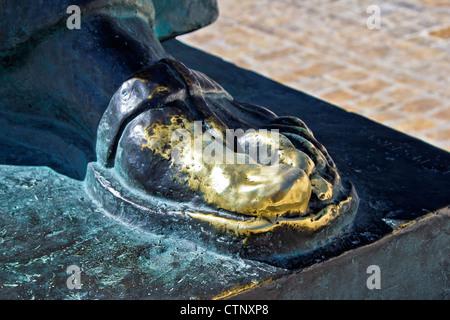 De Grgur Ninski el pulgar - Detalle de la estatua en la ciudad de Nin - tocó muchas veces Foto de stock