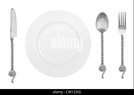 La configuración de una tabla con un plato de comida, platería y de lujo que consta de un tenedor, cuchara y cuchillo. Foto de stock