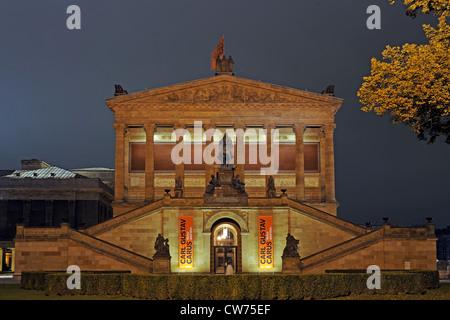 Antigua Galería Nacional en el museo de la isla por la noche, Alemania, Berlín