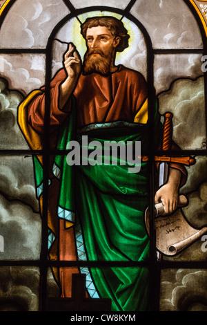 Vidriera representando a San Pablo, en la Église Sainte-Élisabeth-de-Hongrie, París, Francia