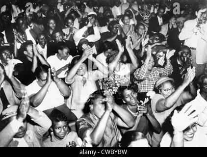 Audiencia en la Primera Iglesia Bautista de Montgomery, Alabama, durante una ovación por los dirigentes de la Montgomery
