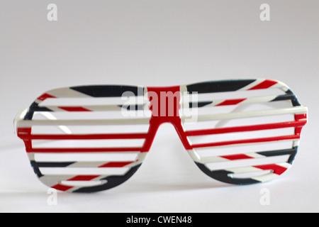 Novedad Union Jack gafas ranurada aislado sobre fondo blanco Foto ...