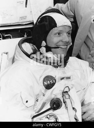 El astronauta de la NASA Neil Armstrong, Comandante de la nave espacial Apolo 11, 18 de abril de 1969 en el centro de naves espaciales tripuladas, Houston, TX. Foto de stock