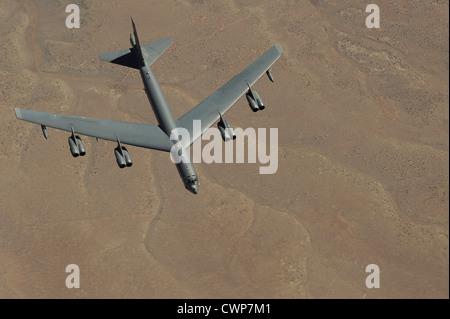 Un B-52 Stratofortress se aproxima a un Boeing KC-135 Stratotanker para repostar el 26 de marzo de 2012 cerca de Salt Lake City, Utah.