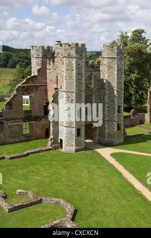 El interior de la caseta del siglo XVI Tudor Cowdray Castillo en Midhurst, West Sussex, Inglaterra, Reino Unido, Europa