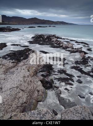 La vista desde Tarskavaig Bay, Isla de Skye, Escocia Foto de stock
