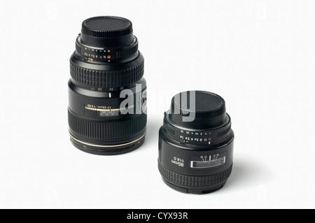 Close-up de dos lentes fotográficos Foto de stock