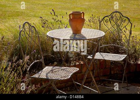 Muebles de jardín de estilo francés de metal mesa y sillas con ...