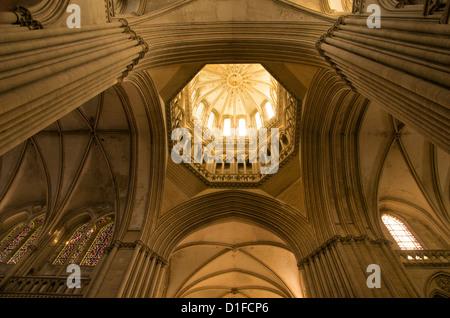 Detalle de la torre linterna octogonal, la catedral de Notre Dame que datan del siglo XIV, Coutances, Cotentin, Normandía, Francia