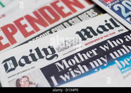 Las portadas y cabeceras de inglés británico del Reino Unido los diarios de tirada nacional el Daily Mail