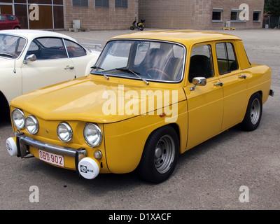 Liege Vintage show 2010 Renault (amarillo)
