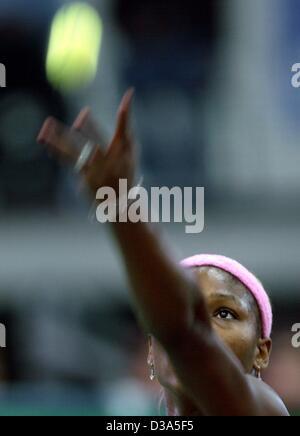 (Dpa) - La tenista estadounidense Serena Williams sirve durante el partido de la final del 13º Torneo Internacional WTA Sparkassen Cup en Leipzig, Alemania, el 29 de septiembre de 2002. Ella derrotó a Anastasia Myskina 6:3 y 6:2.