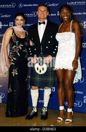 (Dpa) - Un piloto de Fórmula uno escocés David Coulthard plantea con nosotros jugador de tenis Serena Wiliams (R) y la actriz estadounidense Laura Harrig (L) en el Grimaldi Forum de Monte Carlo, el 20 de mayo de 2003. Williams ganó un premio en la categoría Sportswoman del año.