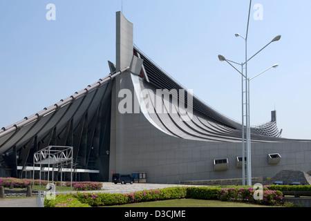 Estadio Nacional Yoyogi en Tokio, diseñado por el arquitecto Kenzo Tange construido para las Olimpiadas de Verano de 1964 sigue siendo un lugar popular de hoy