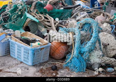 Los desechos marinos trajo al Atolón de Midway por corrientes, a continuación, recogidos para ser enviados fuera de la isla para su reciclado o eliminación