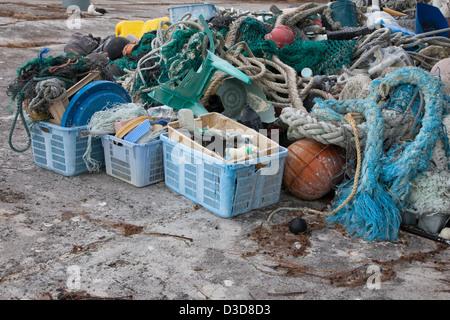 Los desechos marinos trajo al Atolón de Midway por las corrientes oceánicas, a continuación, recogidos para ser enviados fuera de la isla para su reciclado o eliminación