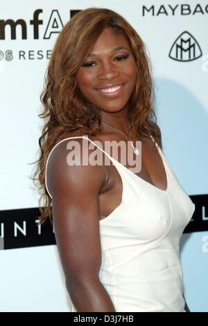 (Dpa) - La tenista estadounidense Serena Williams sonríe al cine amfAR contra el SIDA evento de caridad en el Moulin de Mougins, cerca de Cannes, Francia, el 20 de mayo de 2004.