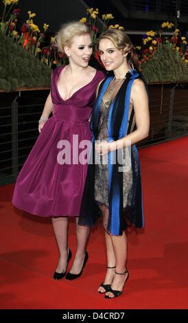Las Hermanas Bolena  Nosotros actrices Scarlett Johansson y Natalie Portman  llegar para el estreno de su película  Las 4d600f71b7f