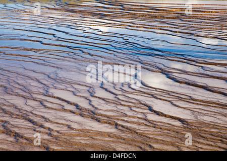 Formaciones rocosas en hot spring