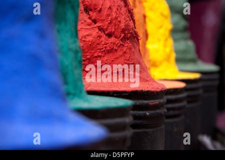 Selecciones de marroquíes del colorante (azul, verde, rojo, naranja, amarillo, púrpura)