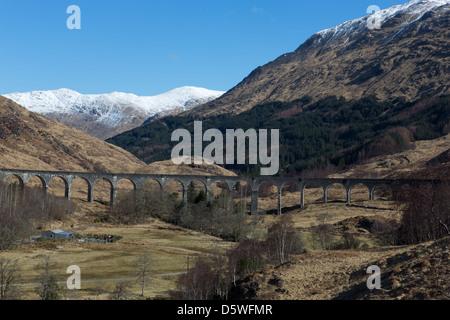 El viaducto ferroviario Glennfinnan en Fort William a Malaig línea, algunas veces utilizado por el Hogwarts Express Foto de stock