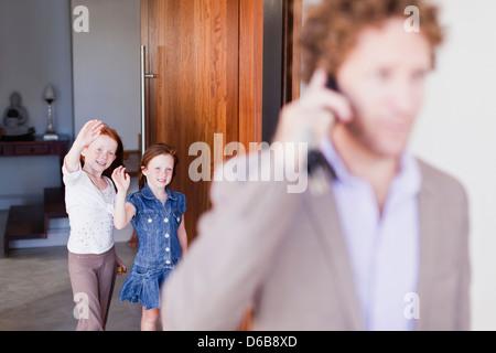 Las hijas se despedían de padre