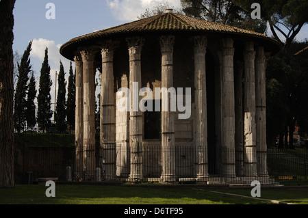 Italia. Roma. Templo de Hércules Víctor o Hércules Olivarius. 2do siglo A.C.. Foro Boarium. Exterior.