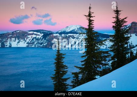 Crater Lake National Park, ubicado en el sur de Oregon, durante el invierno