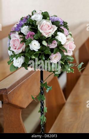 Pedestal Arreglo Floral En Una Iglesia Foto Imagen De