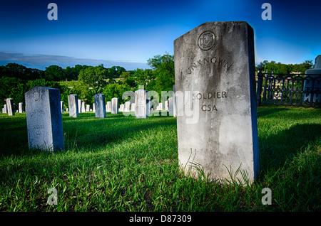 Esto es una imagen HDR de un desconocido soldado confederado tumba en el cementerio de Oakwood en Montgomery, Alabama. Foto de stock