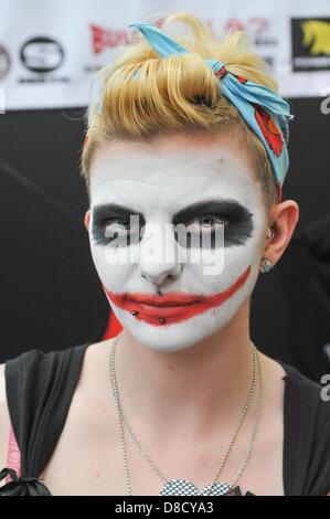 Alexandra Palace, Londres, Reino Unido. El 25 de mayo de 2013. Una mujer joven con su rostro pintado como el Joker Foto de stock