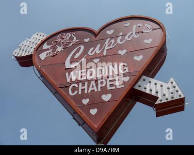 Símbolo encima de la capilla Cupid's Wedding Chapel, Las Vegas Foto de stock