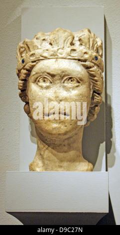 Cabeza de piedra caliza de un hombre barbado, posiblemente de Júpiter. Sur Italiano, posiblemente de Apulia. 1200-1300 tallada.