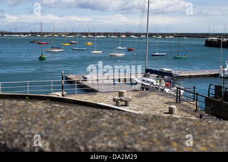 En el puerto de Dún Laoghaire, Co., Dublín, Irlanda. Foto de stock