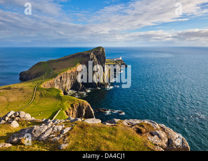 Neist Point y Lighthouse Duirinish península Isla de Skye Highland e Islas Escocia Reino Unido GB Europa Foto de stock