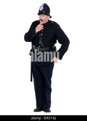 Vintage de policía con grave expresión estricta aislado sobre fondo blanco.
