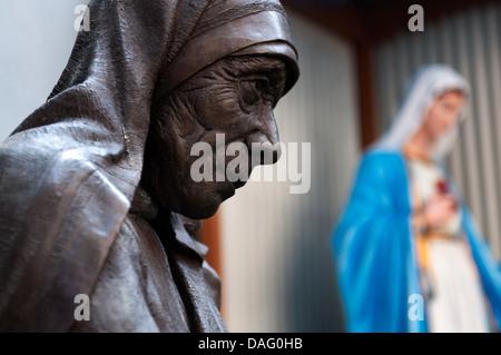 La escultura de la madre Teresa. Calcuta, Kolkata, India Foto de stock