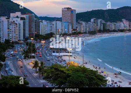 En la noche de Copacabana, Rio de Janeiro, Brasil, América del Sur