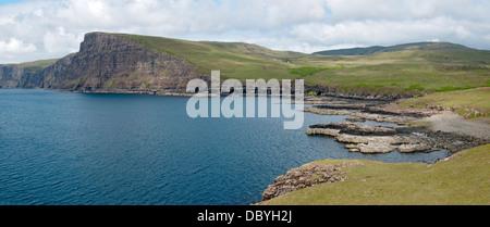 Y Ramasaig Ramasaig Cliff Bay, costa Duirinish, Isla de Skye, Escocia, Reino Unido Foto de stock