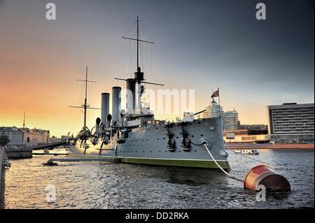 Cruiser lineal Aurora, el símbolo de la revolución de Octubre en Rusia Foto de stock