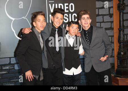 Brooklyn, Nueva York, Estados Unidos. 25 Aug, 2013. Los miembros de la banda 'uno' llega para los MTV Video Music Awards en el Barclays Center en Brooklyn, Nueva York, EEUU, 25 de agosto de 2013. Foto: Hubert Boesl/dpa/Alamy Live News