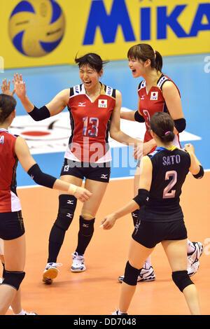 (L-R) Risa Shinnabe, Saori Kimura, Arisa Sato (JPN), 18 de agosto de 2013 - Voleibol : 2013 FIVB World Grand Prix, Ronda Preliminar la semana 3 Piscina M coinciden con Japón 3-2 República Checa en el gimnasio de Sendai en Sendai, Miyagi, Japón. (Foto por Ryu Makino/AFLO)