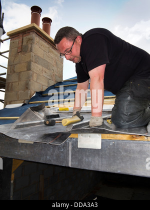 Al809 casa propia construcción, construyendo dormer techo, especialista trabajador líder formando tradicionales techos de hoja de plomo