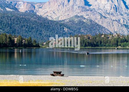 Junio Lago de California, en una mañana tranquila en agosto de 2013