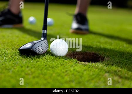 Primer plano del orificio del campo de golf