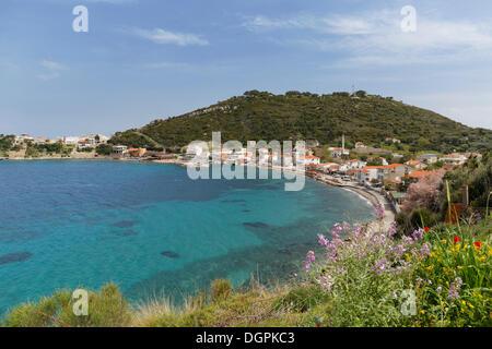 Aldea de Karaburun en la costa, Karaburun, Karaburun Península, Península de Çeşme İzmir, Provincia, Región del Egeo, Turquía Foto de stock